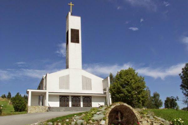 Obloženie kostola práca z kameňa